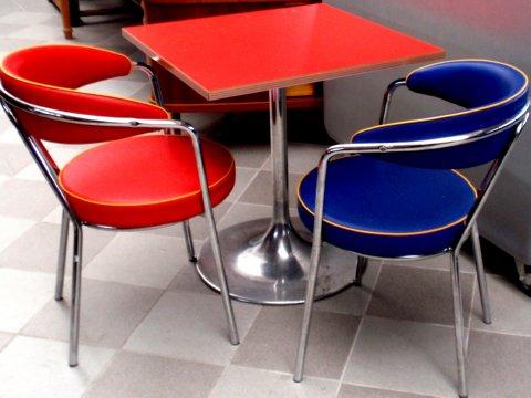 tisch bistrotisch im american diner 50er jahre stil tulpenfu und rote platte ebay. Black Bedroom Furniture Sets. Home Design Ideas