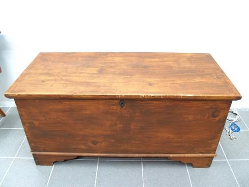 vintage truhe holz holztruhe gro e sitztruhe flachdeckeltruhe truhenbank antik ebay. Black Bedroom Furniture Sets. Home Design Ideas