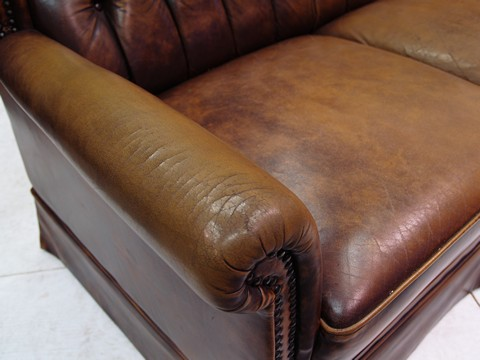 ledersofa chesterfield sofa mit knopfheftung dunkles. Black Bedroom Furniture Sets. Home Design Ideas
