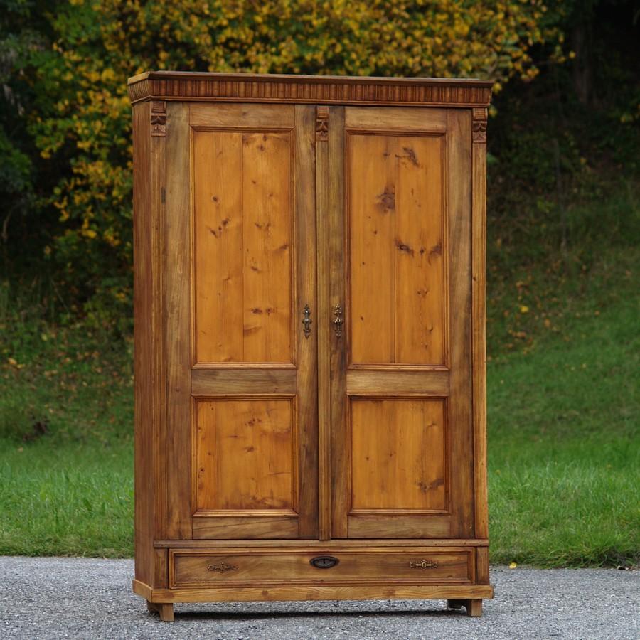 Antiker dielenschrank vollholz schrank alter for Schrank vollholz